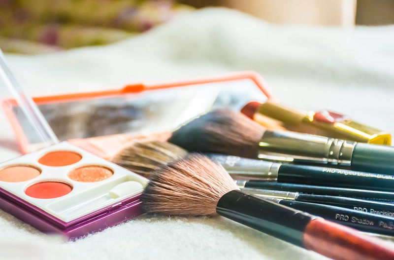 千库网_化妆品化妆刷产品美妆摄影图_摄影图编号71183