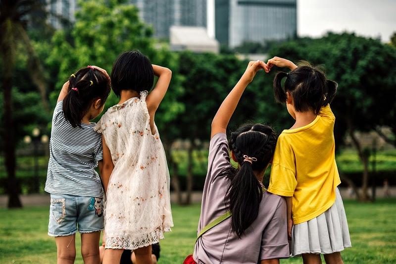 千库网_一群比心的小朋友_摄影图编号69829